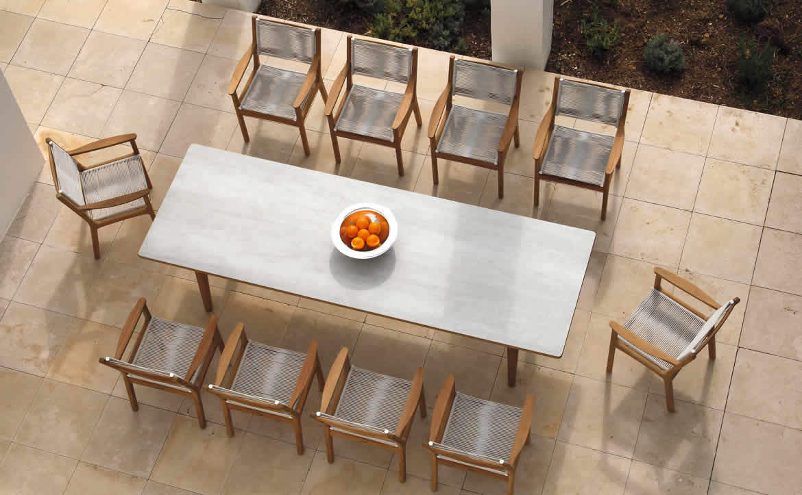 outdoor dining table and chairs